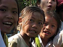 Children in Laos by Asienreisender
