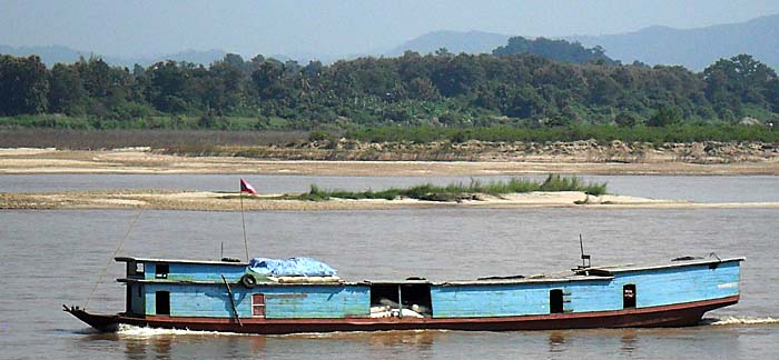 Wooden River Boat at Chiang Saen by Asienreisender