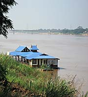 Houseboat on the Mekong at Nong Khai by Asienreisender
