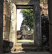 Side Entrance to the Inner District of Phimai by Asienreisender