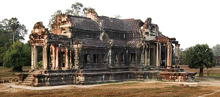 Outer Library of Angkor Wat by Asienreisender
