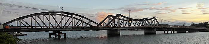 The Old Bridge in Kampot by Asienreisender