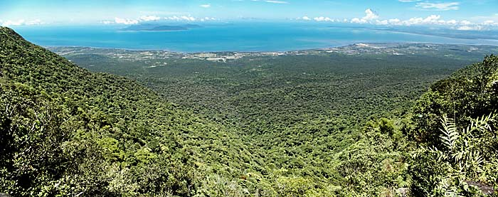 View from Bokor Hill Station over the Gulf of Thailand by Asienreisender