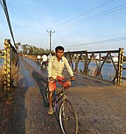 Kampot's old Bridge by Asienreisender