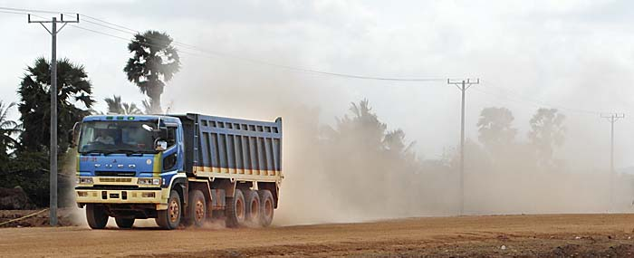 Dust Whirling Truck in Cambodia by Asienreisender