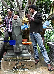 Linga at National Road No. 4 by Asienreisender