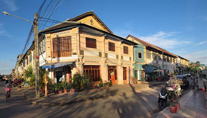 'Housefront in Kampot' by Asienreisender