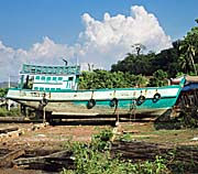 'Typical Malay/Cambodian Fishing Boat in Sre Ambel' by Asienreisender