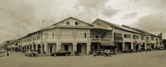 'Colonial Shophouses in Kampot' by Asienreisender