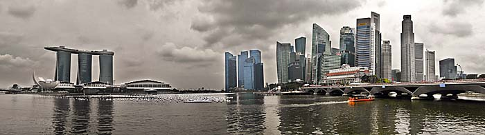 'Skyline of Downtown Singapore' by Asienreisender