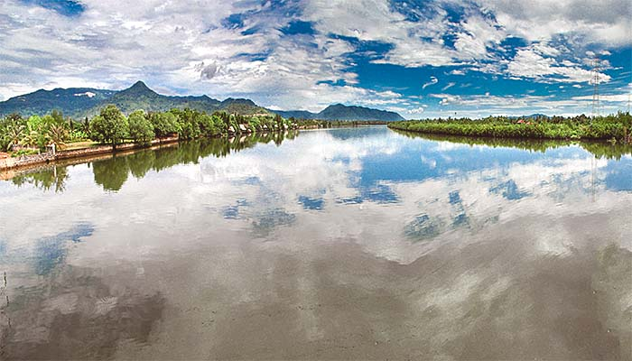 'Teuk Chhou River at Kampot' by Asienreisender