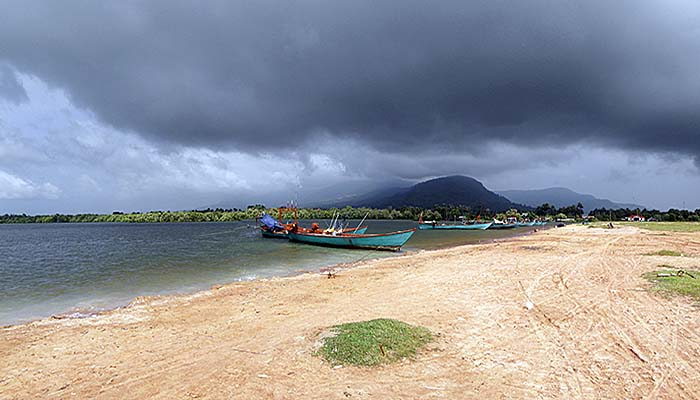 'Seaside at Kampot' by Asienreisender