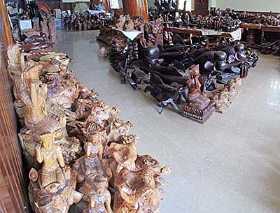 'A Collection of Wood Carvings in Pursat Century Hotel' by Asienreisender