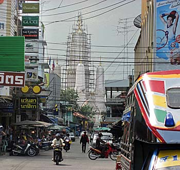 'Downtown Phetchaburi' by Asienreisender