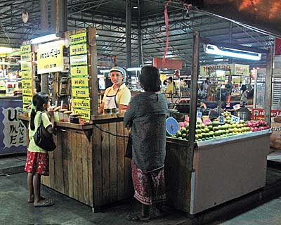'Phetchaburi's Night Market' by Asienreisender