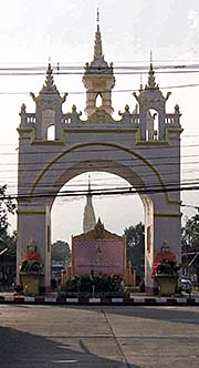 'The Grand Gate of That Phra Phanom Temple Complex' by Asienreisender