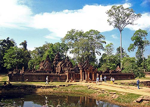 'Banteay Srei Temple Compound'  by Asienreisender