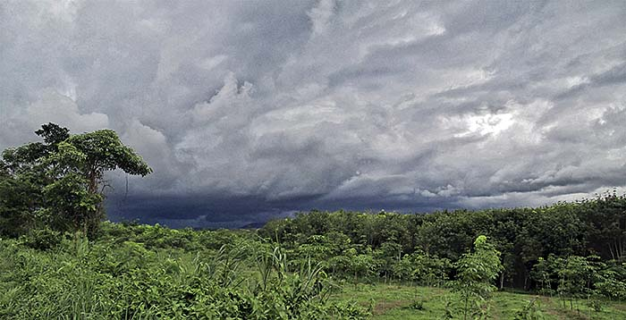 'A Heavy Storm Front in Chanthaburi Province / Thailand' by Asienreisender