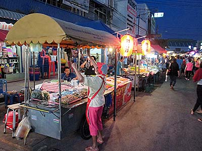 'Surin's Night Market' by Asienreisender