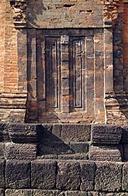 'A False Door in one of the Prangs of Prasat Muang Tam' by Asienreisender
