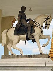 'King Norodom Equestrian Statue in the Royal Palace of Phnom Penh' by Asienreisender