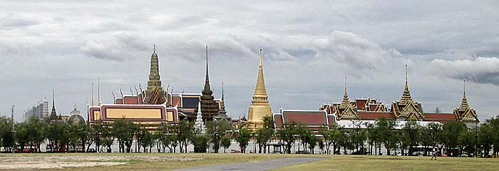 'The Grand Palace Compound, seen from Sanam Luang' by Asienreisender