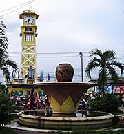 'Ratchaburi Clocktower' by Asienreisender