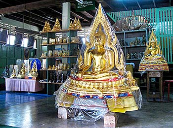 'Inside a Buddha Factory in Phitsanulok' by Asienreisender
