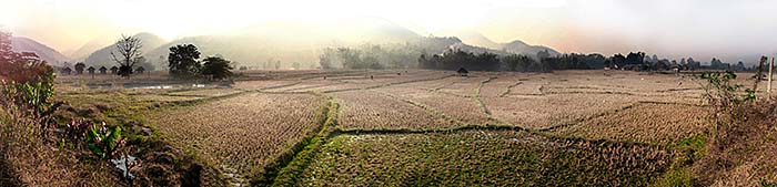 'Rice Paddies and Expanding Tourist Infrastructure in and around Pai' by Asienreisender