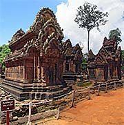'The Temples of Banteay Srei' by Asienreisender
