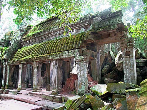'Angkor Ta Prohm, Site Building with Gallery, Debris' by Asienreisender