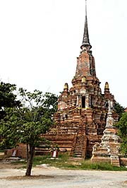 'A Large Chedi' by Asienreisender