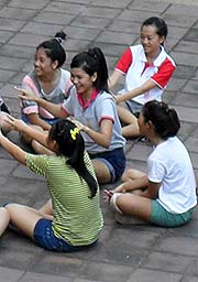 'Students at Mae Fah Luang Universtity' by Asienreisender