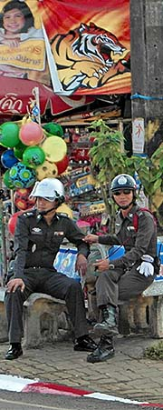 'Traffic Police in Chiang Khong' by Asienreisender