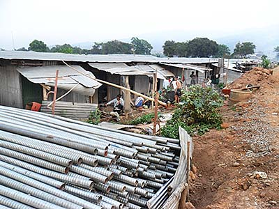 'Workers Shacks at the new Bridge in Chiang Khong' by Asienreisender